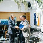 Prof. Manuel Heitor, Ministro da Ciência, Tecnologia e Ensino Superior, cumprimenta o novo presidente do CCISP